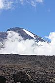 Besteigung des Kilimandscharo auf der Machame Route, Blick auf den Gipfel, Morgen der zweiten Etappe