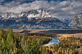 Snake River Overlook with Autumn (Fall) colour\nGrand Tetons National Park\nWyoming. USA\nLA006625