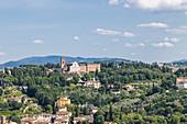 Ausblick auf die hügelige Landschaft rund um Florenz, Italien