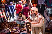 Feigenverkäufer im Souk von Marrakesch, Marokko