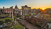 Sonnenaufgang am Forum Romanum in Rom, Italien