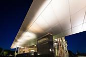 Das Albertina Museum bei Nacht in Wien, Österreich