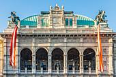 Die Aussenfassade der Staatsoper in Wien, Österreich
