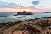 Aussicht auf Sonnenuntergang über Lagune von Balos am Abend, Nordwesten Kreta, Griechenland