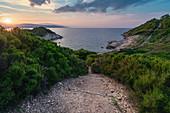 Sonnenuntergang am Krifi Ammon Beach auf der Insel Skiathos, Griechenland