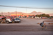 Market on the outskirts, view to Licancabur volcano in the Cordillera Occidental, San Pedro de Atacama, Atacama Desert, Antofagasta Region, Chile, South America