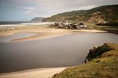 kleines Dorf am Strand Playa Bahia Mansa, Chile, Südpazifik, Pazifischer Ozean, Südamerika
