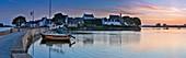 Frankreich, Morbihan, Belz, Étel, Saint-Cado, Brücke und das Dorf im Morgengrauen