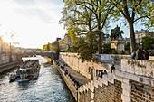 France, Paris, area listed as World Heritage by UNESCO, Ile de la Cite, houseboat on the Seine
