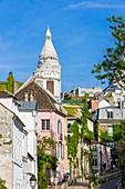 Frankreich, Paris, Montmartre-Hügel, die Straße des Trinkers und die Basilika Sacré-Coeur