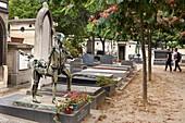 France, Paris, Montparnasse Cemetery, Tomb of Caesar (Cesar Baldaccini) decorated with Centauri reproduction