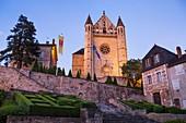 France, Dordogne, Périgord Noir, Terrasson Lavilledieu, Saint Sour church view from Bouquier square
