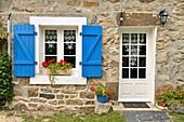France, Finistere, Iroise Sea, Parc Naturel Regional d'Armorique (Armorica Regional Natural Park), Presqu'ile de Crozon, Cap de la Chevre, cottage