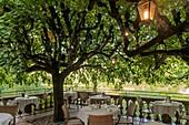 Frankreich, Lot, Rocamadour, mittelalterliche Stadt, Terrasse des Restaurants Beau Site
