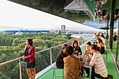 Frankreich, Paris, Parc de la Villette, die Pariser Philarmonie des Architekten Jean Nouvel, die Terrasse des Restaurants Le Balcon im 6. Stock