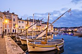 France, Bouches-du-Rhône, Martigues, district of the Isle (island), the quay Brescon tells Mirror Birds became place of election of the painters since the end of the XIXth century as Delacroix, Cobelch, Loubon, Ziem or Dufy, boats of traditional fishing called locally Pointu