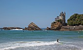 France, Pyrennees Atlantique, Basque Country, Biarritz, surfers and bathers on the beach of Basque facing Villa Belza