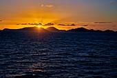 Sonnenaufgang vor den Britischen Jungferninseln, Karibik, Mittelamerika