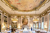 France, Paris, Rue de Rivoli, luxury hotel Le Meurice founded by Augustin Meurice in 1838 and frequented by Jean Cocteau, Queen Victoria, Ernest Hemingway, Pablo Picasso, Andy Warhol ..., restaurant Le Meurice Alain Ducasse