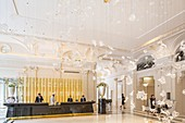 France, Paris, Avenue Kleber, luxury hotel The Peninsula opened in 2014 in the former mansion of the 19th century called Castille Palace, reception with a contemporary chandelier called Dancing Leaves by LASVIT