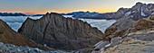 Frankreich, Hautes-Pyrénées, kennzeichnet als Grands Sites de Midi-Pyrénées, Pyrenäen-Nationalpark, UNESCO-Weltkulturerbe, Gavarnie, Sarradets, Panorama der Hütte und des Gipfels des Sarradets