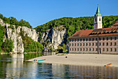 Weltenburg Abbey and Danube with Danube breakthrough in the background, Weltenburg Abbey, Danube Cycle Path, Kelheim, Lower Bavaria, Bavaria, Germany