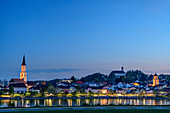 Illuminated city view of Vilshofen with Danube in the foreground, Vilshofen, Danube Cycle Path, Lower Bavaria, Bavaria, Germany