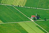 Tiefblick auf Kirche St. Coloman, vom Tegelberg, Ammergauer Alpen, Schwaben, Bayern, Deutschland