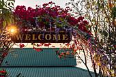 Willkommen Schild bei Red Mountain Weingut, Inle See, Heho, Myanmar