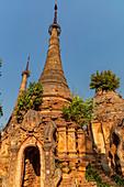 """Alte Stupa Ruinen """"Nyaung Ohak"""" im Abendlicht am Inle See, Nyaung Shwe, Myanmar"""