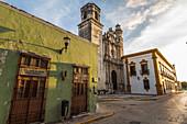 Ex-Templo - Antikes Bauwerk in den Straßen von Campeche, Yucatan Halbinsel, Mexiko