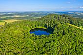 Luftaufnahme des Vulkankraters Windsborn bei Bettenfeld, Eifel, Rheinland-Pfalz, Deutschland
