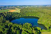 Luftansicht des Holzmaars bei Gillenfeld, Eifel, Rheinland-Pfalz, Deutschland