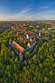Luftbild von Rothenburg ob der Tauber am Abend, Ansbach, Mittelfranken, Franken, Bayern, Deutschland, Europa
