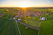 Sonnenuntergang über Herrnsheim, Kitzingen, Unterfranken, Franken, Bayern, Deutschland, Europa