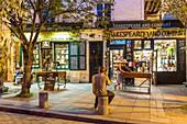 France, Paris, Latin Quarter, 37 rue de la Bucherie, Shakespeare and Company Bookstore