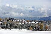 Ortschaft Mieming, Spätherbst auf dem Mieminger Plateau, Tirol, Österreich