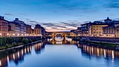 Italy, Tuscany, Florence, historical center listed as World Heritage by UNESCO, Ponte Vecchio over the Arno