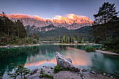 View of the Eibsee, in the background the Zugspitze massif at sunset, Grainau, Bavaria, Germany, Europe