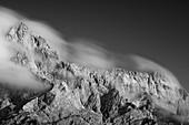 Blick auf das Bergmassiv der Zugspitze, Bayern, Deutschland, Europa