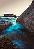 Langzeitbelichtung am Blowhole in Bicheno, Tasmanien