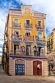 Facade by Carlos Arola Vera, Placa dels Sedassos, Tarragona, Catalonia, Spain
