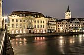 View from Munsterbrücke to Limmat, guild houses on the Währe, St. Peterskirche, Zurich, Switzerland