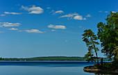 Einer der unzähligen Seen zwischen Unnaryd und Hyltebruk, Halland, Schweden