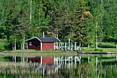 Rote Sommerstuga direkt am See mit Badestelle, Timansberg, Provinz Örebro, Schweden