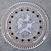 Kanaldeckel der Berliner Abwasserbetriebe, Berlin, Deutschland