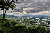 "View from the ""Oberkasseler Mensch"" viewing platform over the Rhine Valley with the Siebengebirge towards the Eifel"