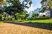 Park on the beach promenade in Zinnowitz with a view of old villa in the evening, Usedom, Mecklenburg-Western Pomerania, Germany