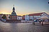 Historisches Bauwerk Wasserkunst auf dem Marktplatz von Wismar, Mecklenburg-Vorpommern, Deutschland