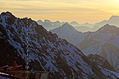 Sonnenaufgang auf dem Zugspitzplatt und Aussichtsplattform AlpSpix, Zugspitze, Werdenfelser Land, Garmisch-Partenkirchen, Bayern, Deutschland